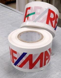 Rajoitusnauha logolla