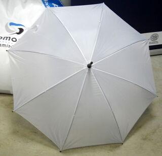 Valkoinen sateenvarjo